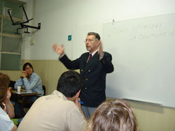 Coordinador de Protocolo y Ceremonial Dr. David Lawes. -Dato y foto tomados de internet-