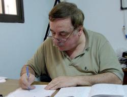 Guillermo Guasconi escribiendo sus anécdotas
